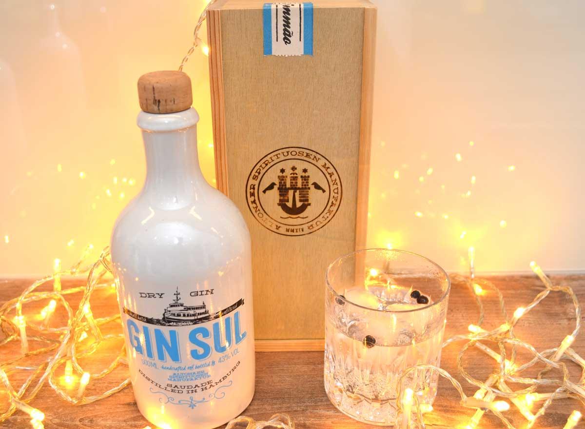 Gin Sul mit Glas und Holzverpackung